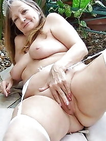 Chubby older MILFs are spreading hips