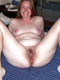 Chubby mature women are fingering their warm cunt
