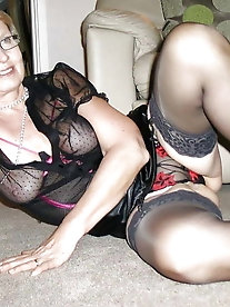 Lascivious mature housewives are spreading their lips for cash