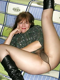 Mature cougars are showing their sexy lines