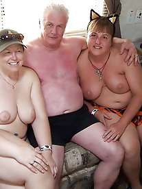 Cock addicted older MILF is baring it all on pix