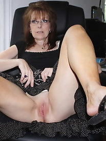 Juiciest mature ladies get their hole fucked