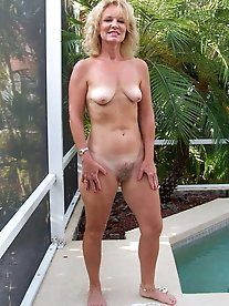 Nude Standing Mature Beauties 5